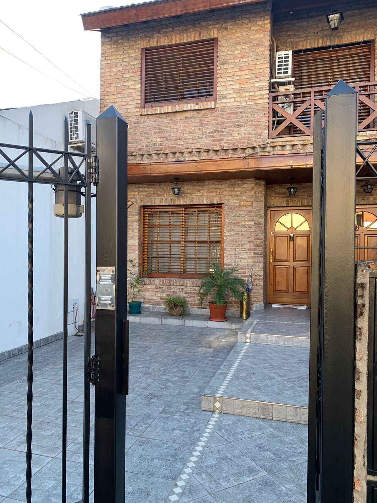 Duplex 4 amb – 215 m2- con Cochera y Parque